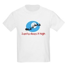 Santa does it high Kids T-Shirt